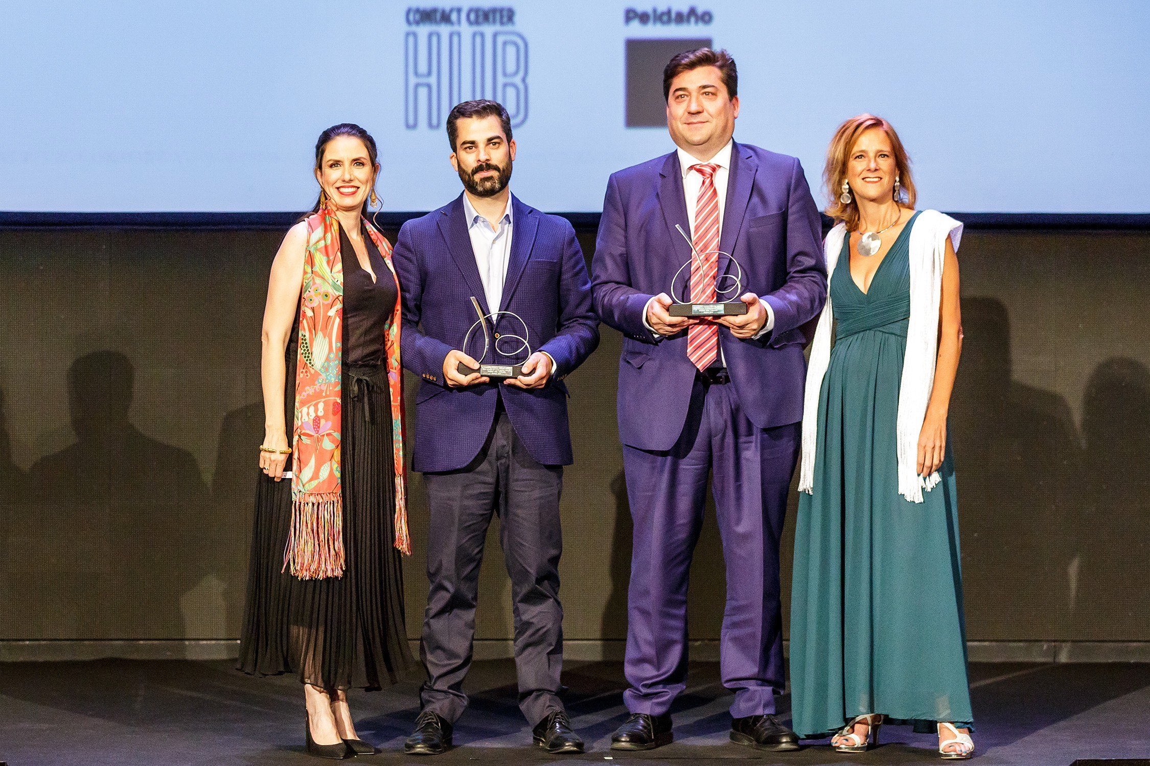 Víctor Blanco, Director of Projects and Information Technology of Cobralia and Javier Vega, CEO of Vozitel collecting awardVíctor Blanco, Director of Projects and Information Technology of Cobralia and Javier Vega, CEO of Vozitel collecting award
